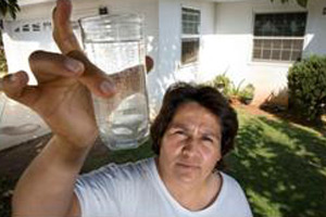 A woman in San Joaquin Valley, California who is exposed to nitrate and arsenic groundwater contamination. Credit: Erin Lubin