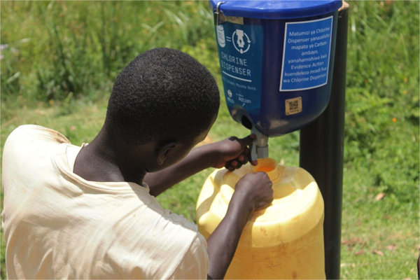 Using the dispenser simply means turning a knob to release a dosed amount of diluted chlorine into the jerry can used for water collection. Credit: Evidence Action